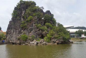 Quảng Ninh: Hòn non bộ lớn nhất Việt Nam