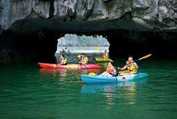 8 điểm được hoạt động dịch vụ kayak, chèo đò tay trên Vịnh Hạ Long